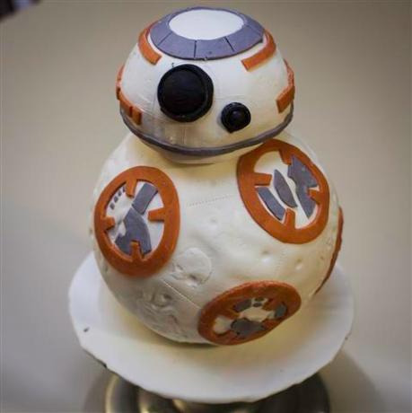 mpmathe-great-bb-8-cake